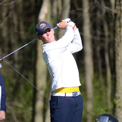 Kent State Golfer Ian Holt Tees Off
