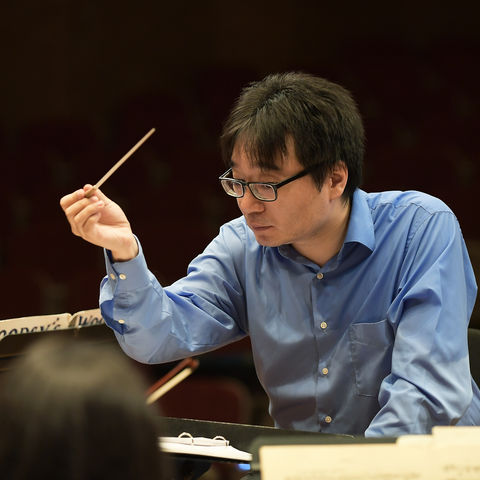Jungho Kim conducting