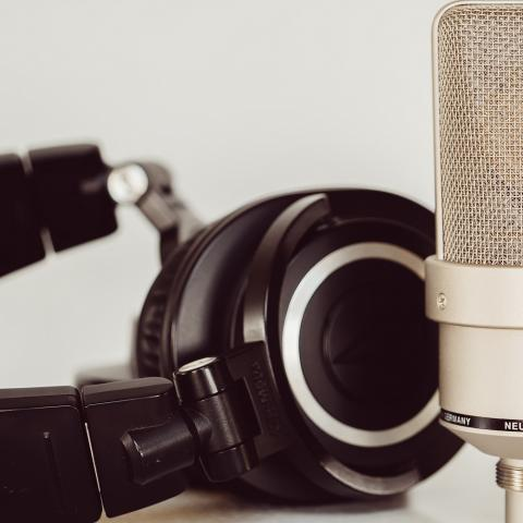 Photo of headphones and microphone by Jessica Lewis from Pexels