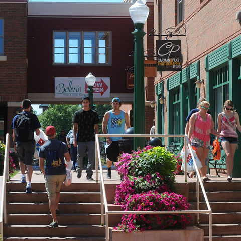 Students and their families walk through Acorn Alley in downtown Kent during the Welcome Weekend festivities.