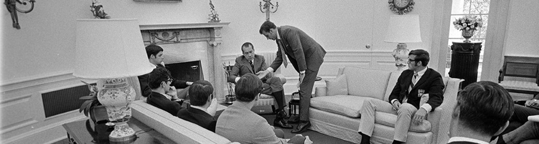 KSU Students in Nixon office