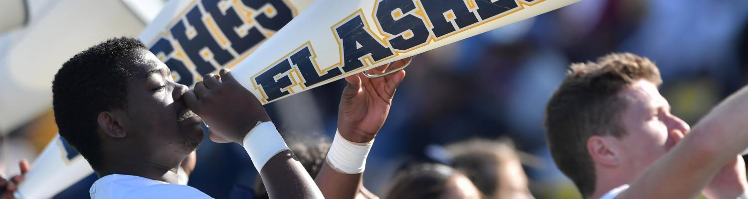 Kent State cheerleaders cheer on the Golden Flashes