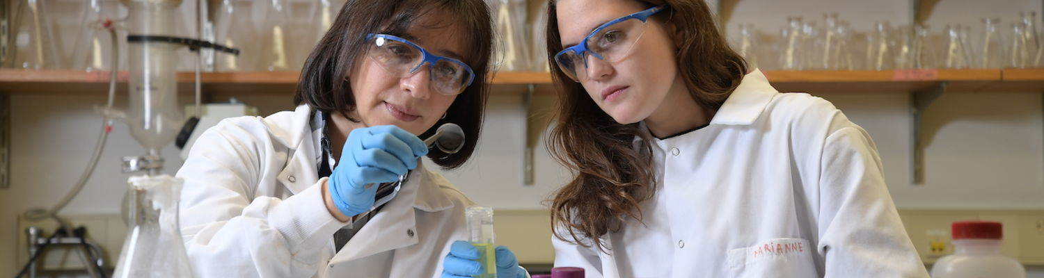 Dr. Elda Hegmann works with a student in her lab.