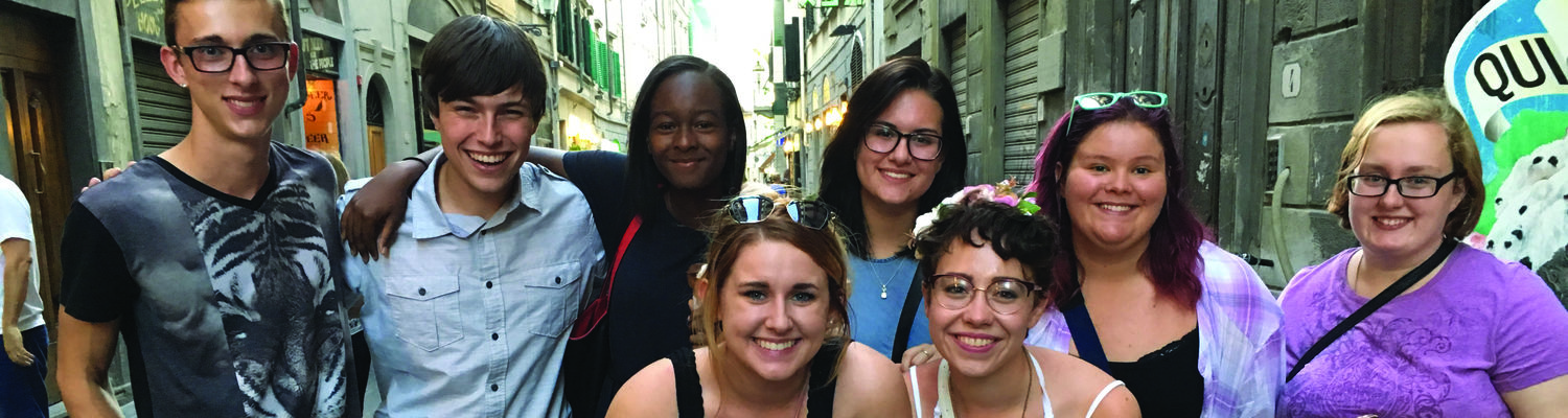 Freshmen in Florence 2016 students pose for a picture while enjoying some authentic Italian gelato