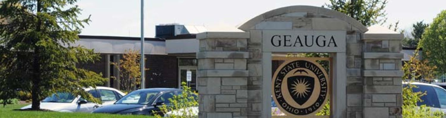 A sign welcomes students and visitors to the Geauga Campus of Kent State University.
