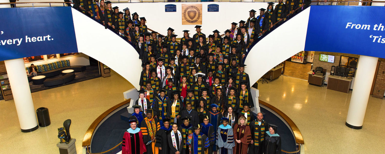 Fall 2018 Karamu Ya Wahitimu/Celebración de los Graduados Group Photo