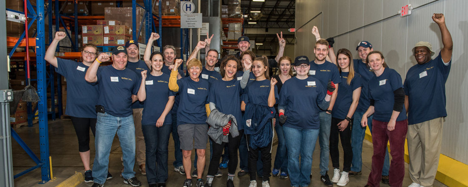 Kent State University's Greater Cleveland Alumni Chapter hosted volunteers at the Greater Cleveland Food Bank for the 2017 Alumni Day of Service.