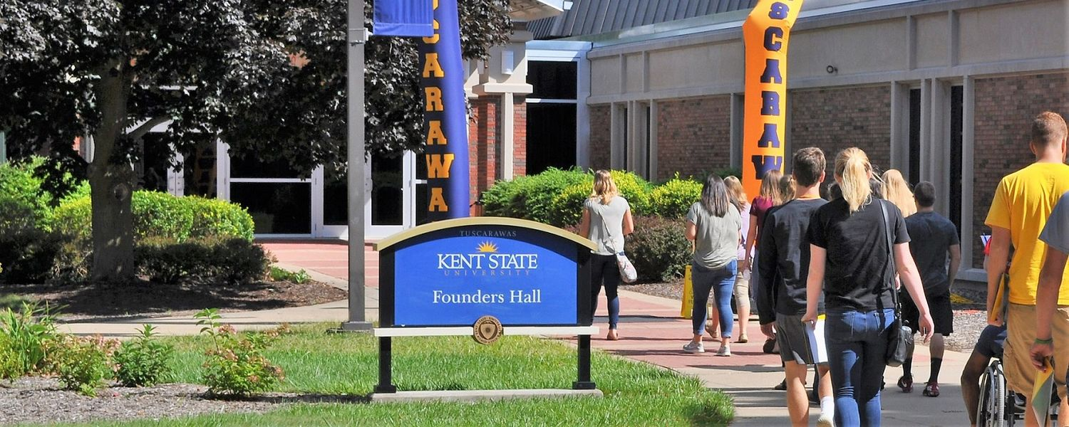Kent State University at Tuscarawas students head toward Founders Hall.