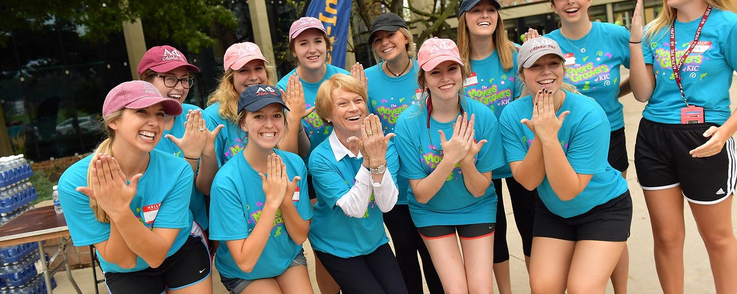 Kent State President Beverly Warren poses with some Movers and Groovers during freshman move-in day.