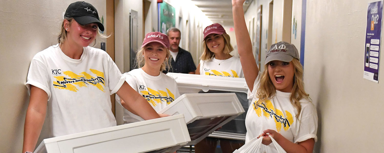 Movers and Groovers Help Students Move into Residence Halls