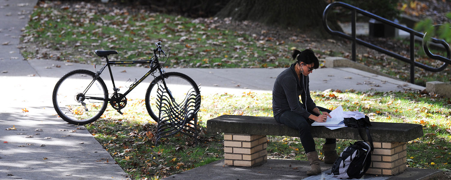 A Kent State student finds a quiet location on campus to catch up on a reading assignment for class.