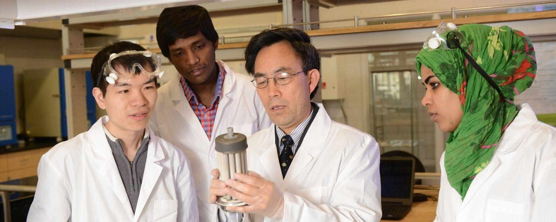 Dr. Du teaching in a lab