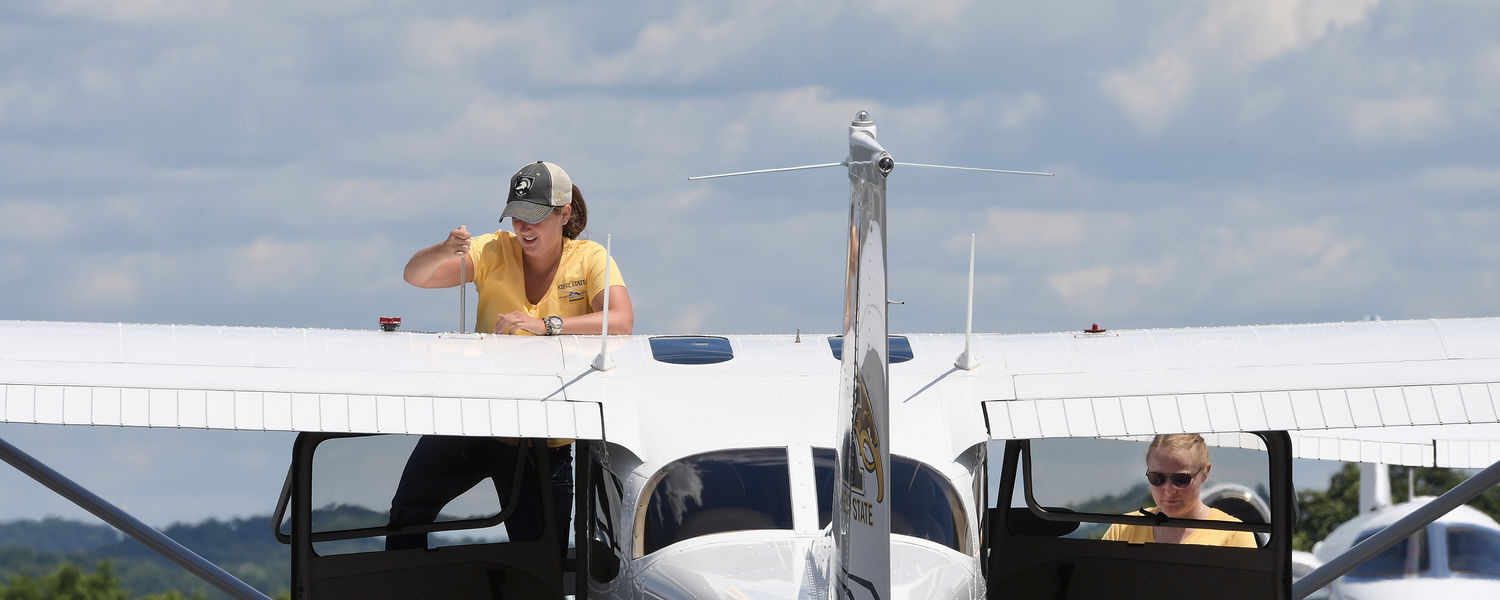 Jaila Manga and Helen Miller compete in the Air Race Classic 2017