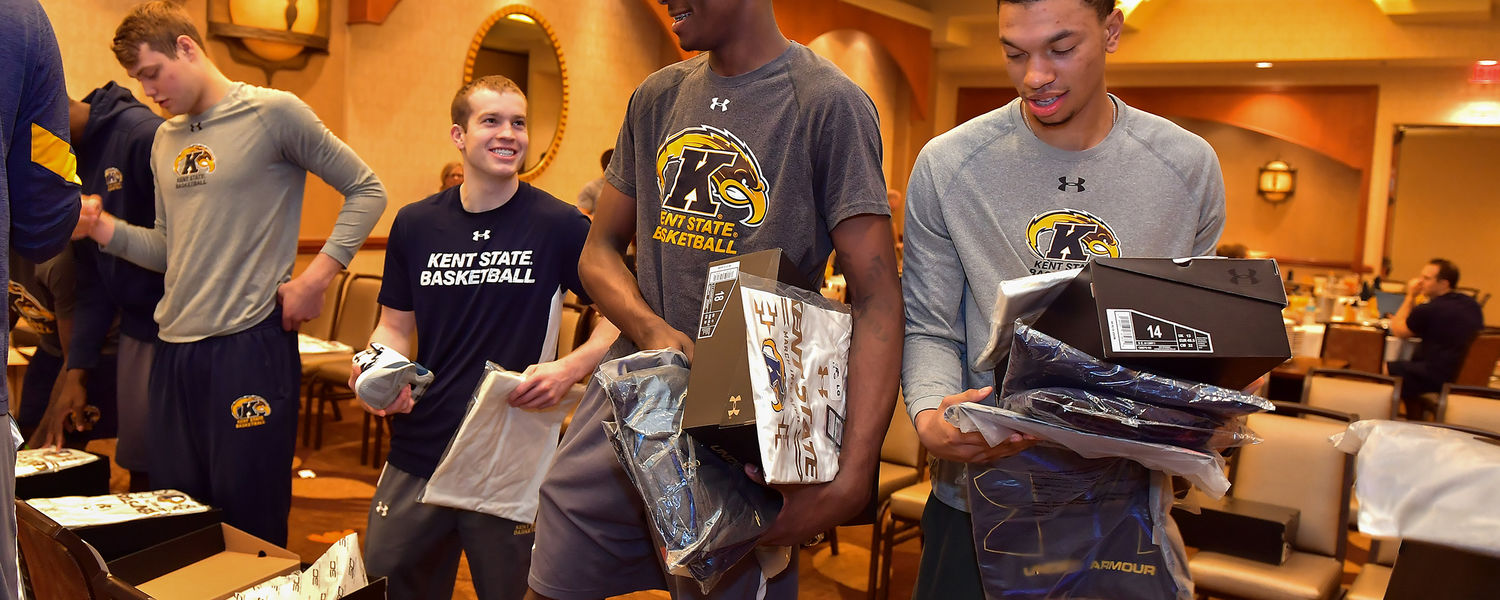 Mitch Peterson, Jon Flemming, Danny Pippen and Rosel Hurley react to Under Armor gifts