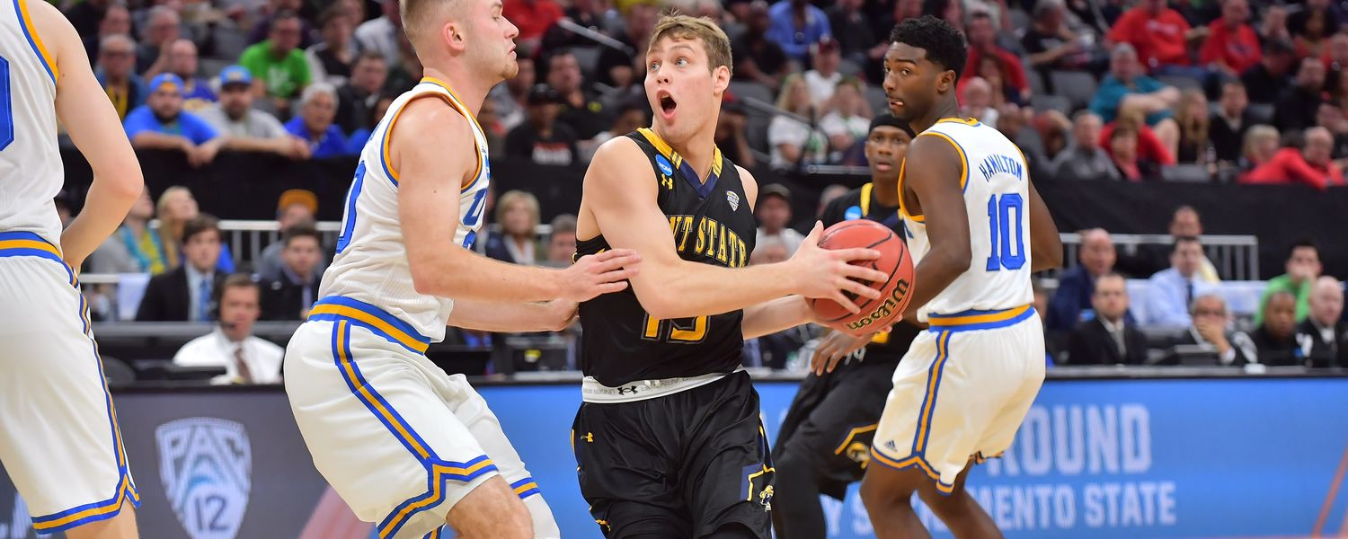 Kent State guard Mitch Peterson drives to the basket in the first-round game of the NCAA Men's Basketball Tournament.