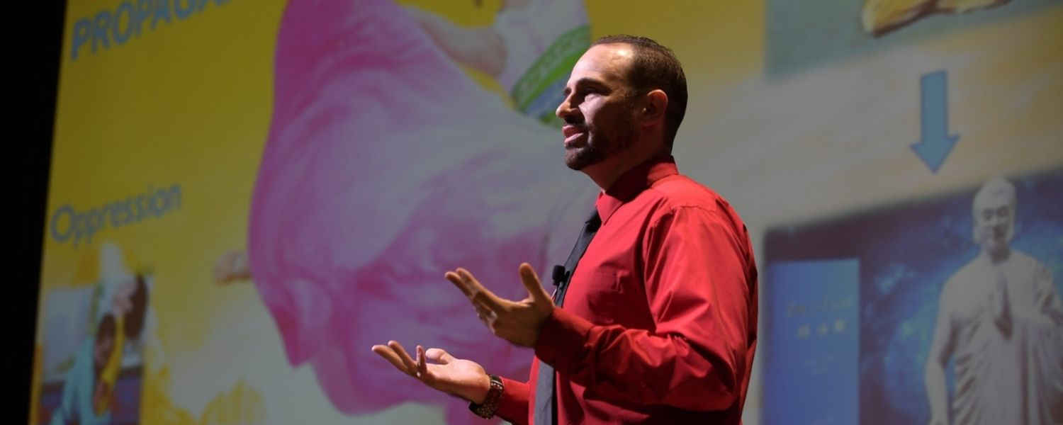 COMM part-time instructor Bill Kelvin earned the 2017 People's Choice Award at the Three-Minute Thesis Competition.