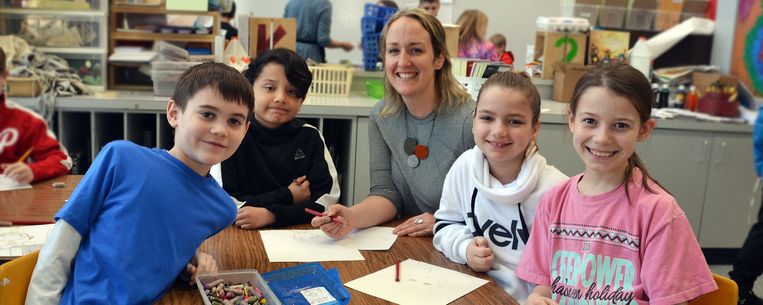 Alumna, Caryl Church with her art students in the classroom