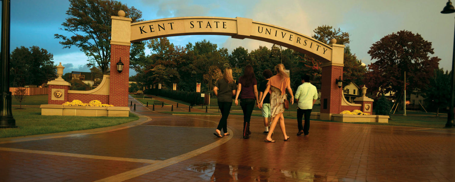 Students walking onto campus from downtown Kent.