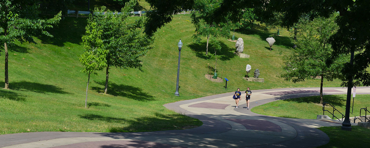 Students take a stroll on the Kent Campus.