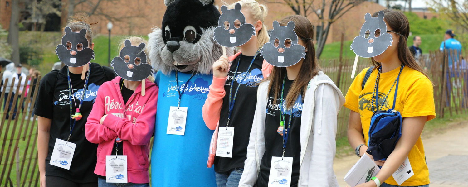Kent State students participating in Lil' Sibs Weekend pose for a photo.
