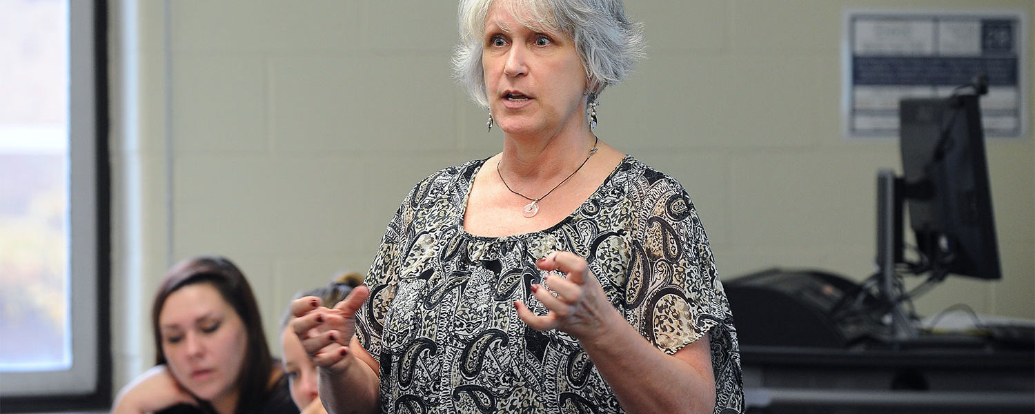 Cindy Widuck, an instructor in Kent State's College of Public Health, leads a social and behavioral sciences class.