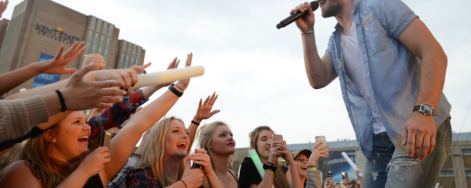 Kent State students enjoy the performance by country artist Chase Rice during FlashFest 2016.