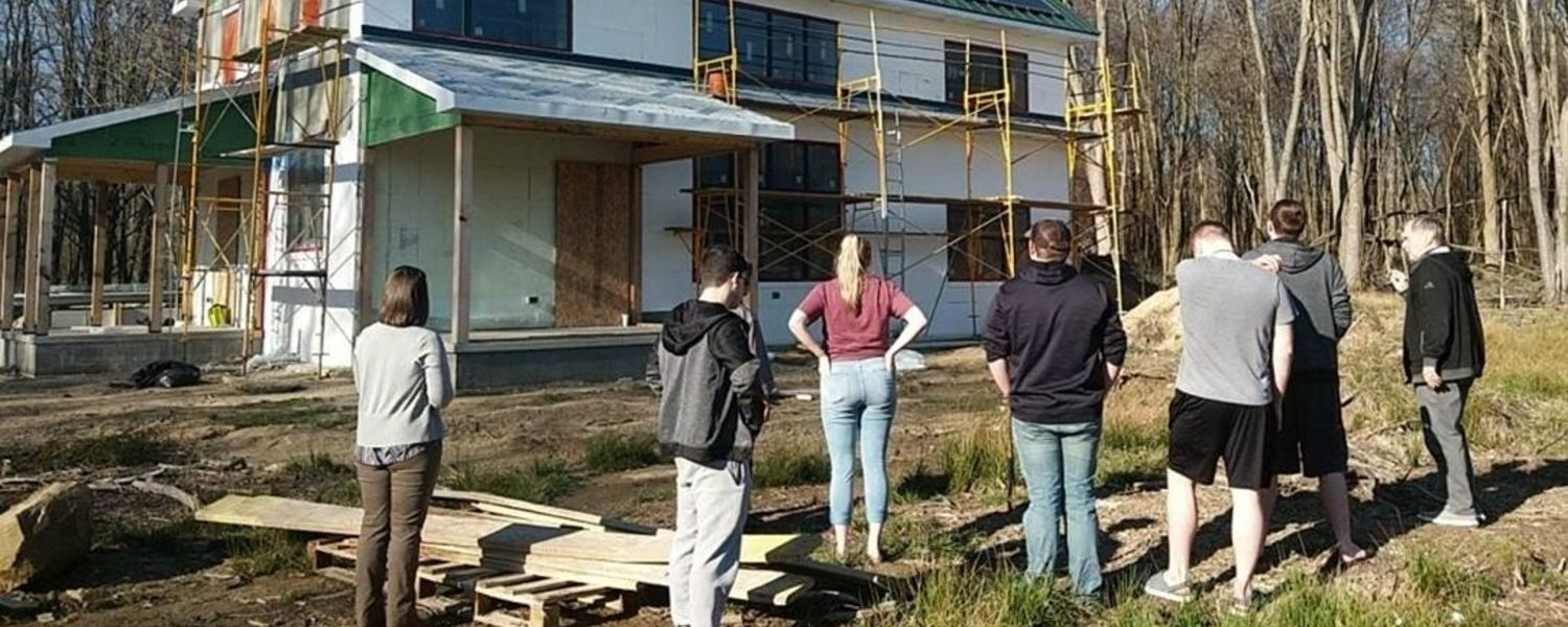 Geauga Students at Solar Powered Home