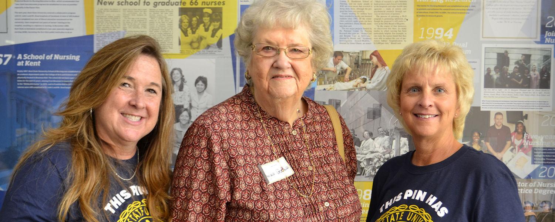 Davina Gosnell, center