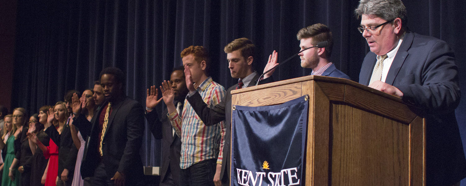 Greg Jarvie, Kent State's vice president for enrollment management and student affairs, administers the oath of office to the newly elected members of the Undergraduate Student Government. (Photo credit: Signum Design)
