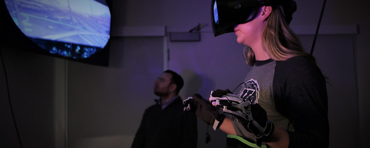 Woman uses the VR machine in the VR lab