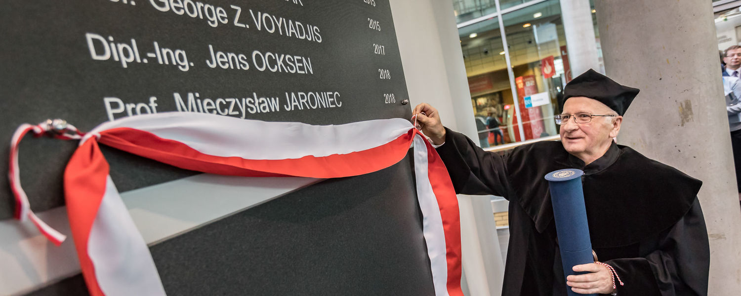 Dr. Jaroniec taking off the ribbon covering his name at Poznan University of Technology