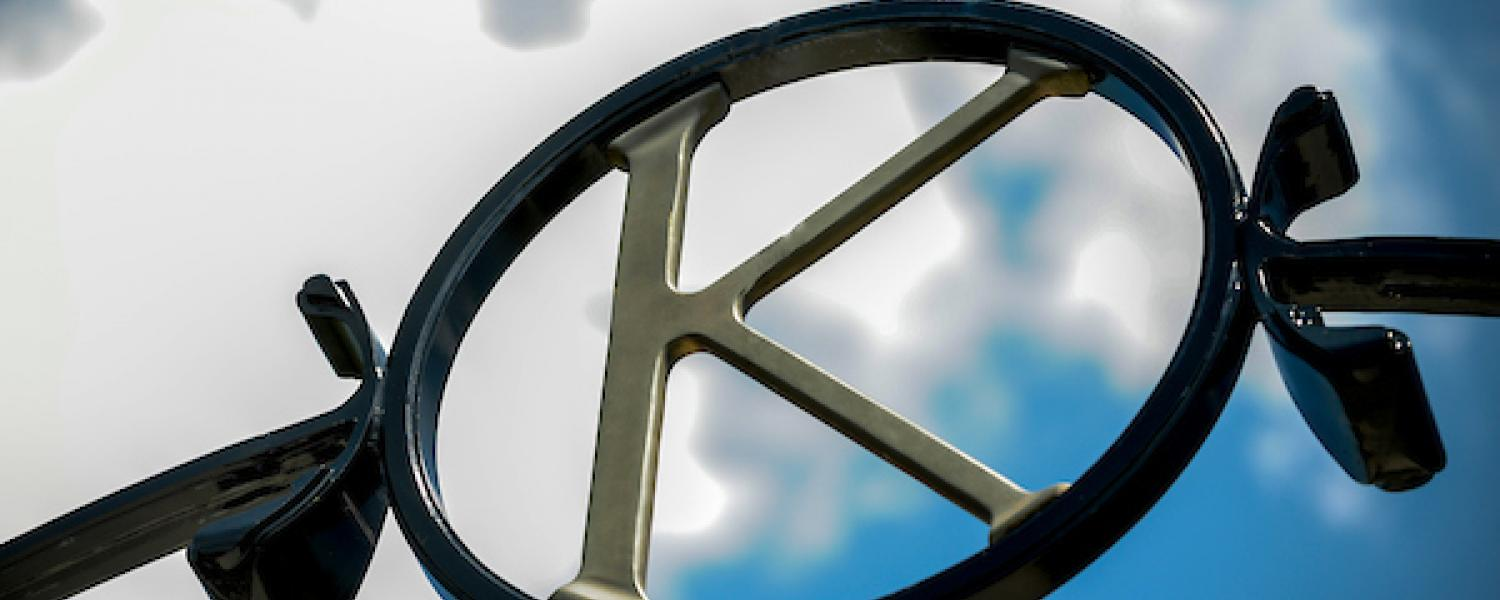 The K at the top of the university gateway.
