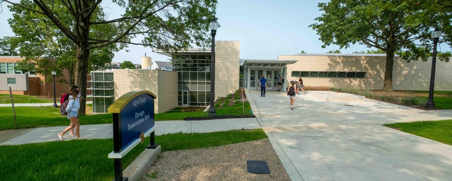 Kent State University students makes their way toward the Design Innovation Hub during Fall 2020.