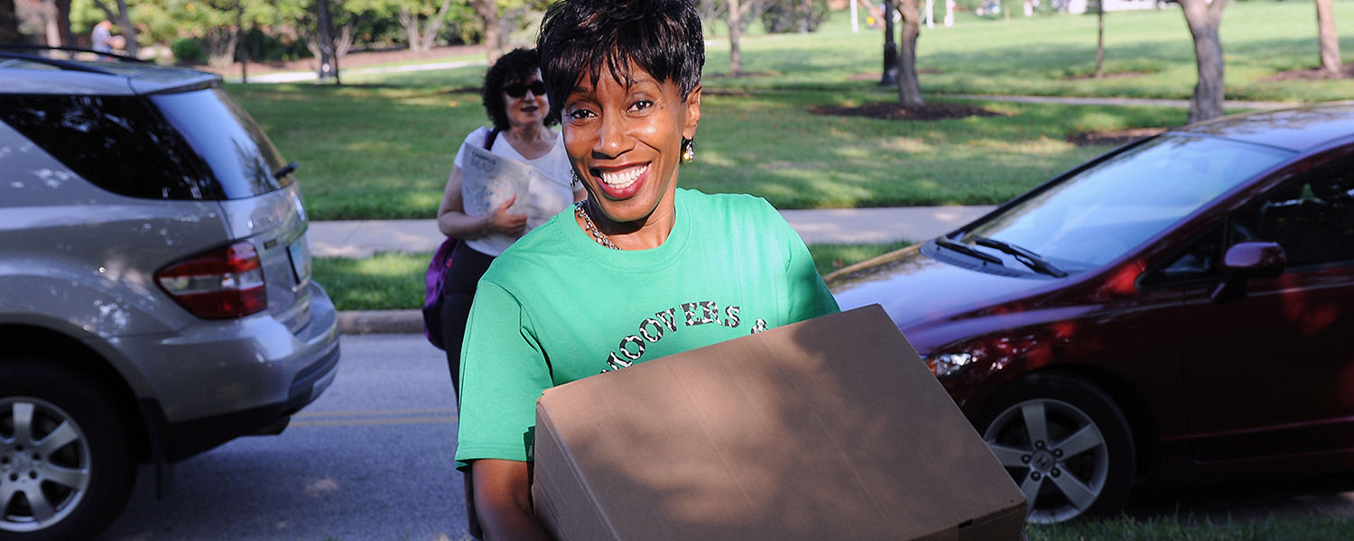 Alfreda Brown, Kent State's vice president for diversity, equity and inclusion, volunteers for the Movers and Groovers program, helping a family with the move into the residence halls on freshman move-in day.