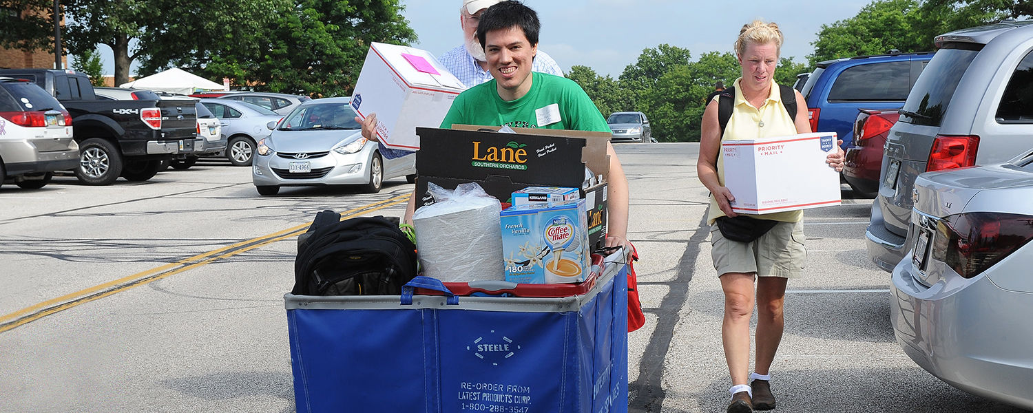 Movers and Groovers volunteers – wearing green T-shirts – assist students and families with the heavy lifting associated with freshman move-in day. This year, Movers and Groovers had its highest number of volunteers yet, reaching just shy of 1,000 helping
