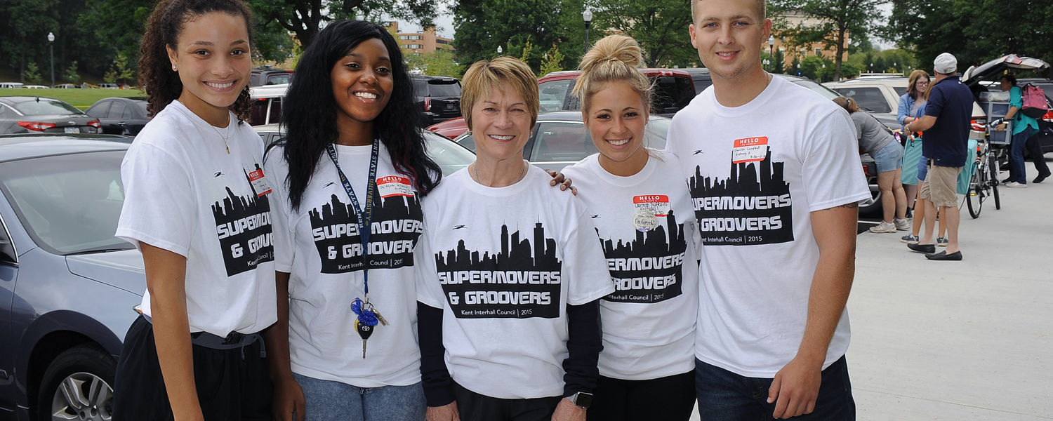 Kent State President Beverly Warren poses for a photo with volunteers during a break in the action on move-in day near Fletcher Hall.