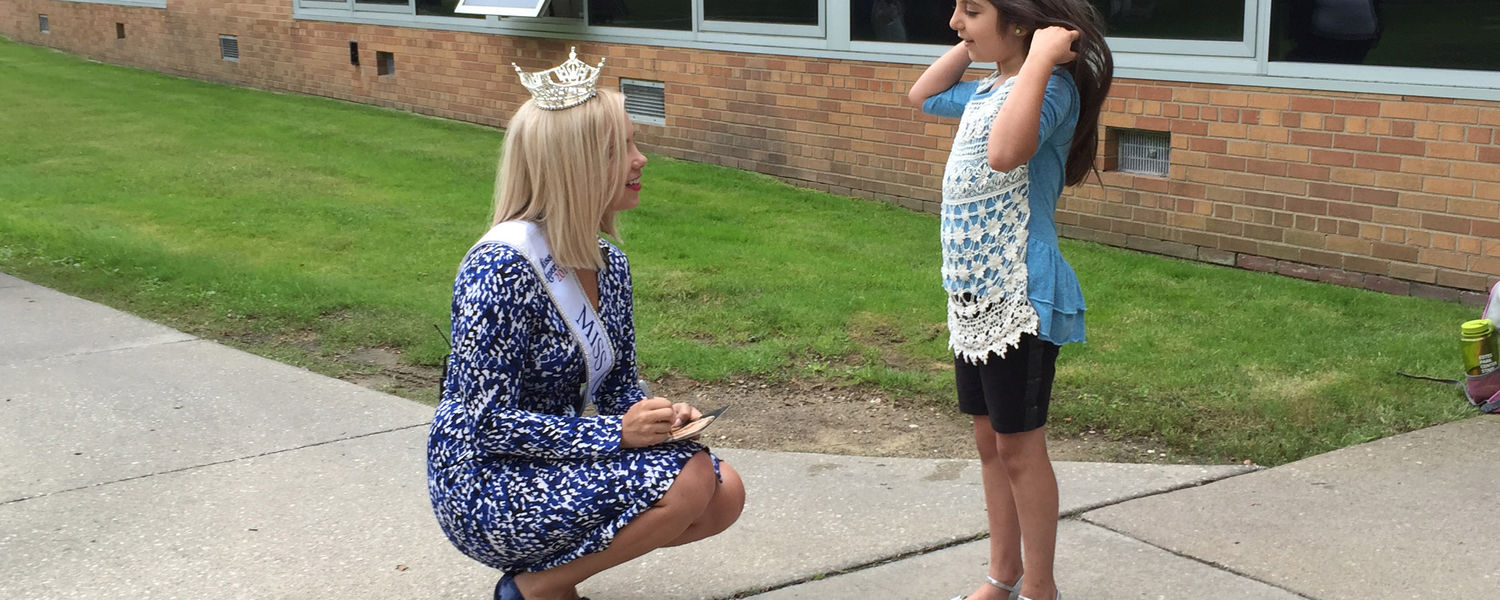 Sarah Hider, a Kent State graduate student and Miss Ohio 2015, talks to a young girl who was visiting the Schwartz Center with her mother.