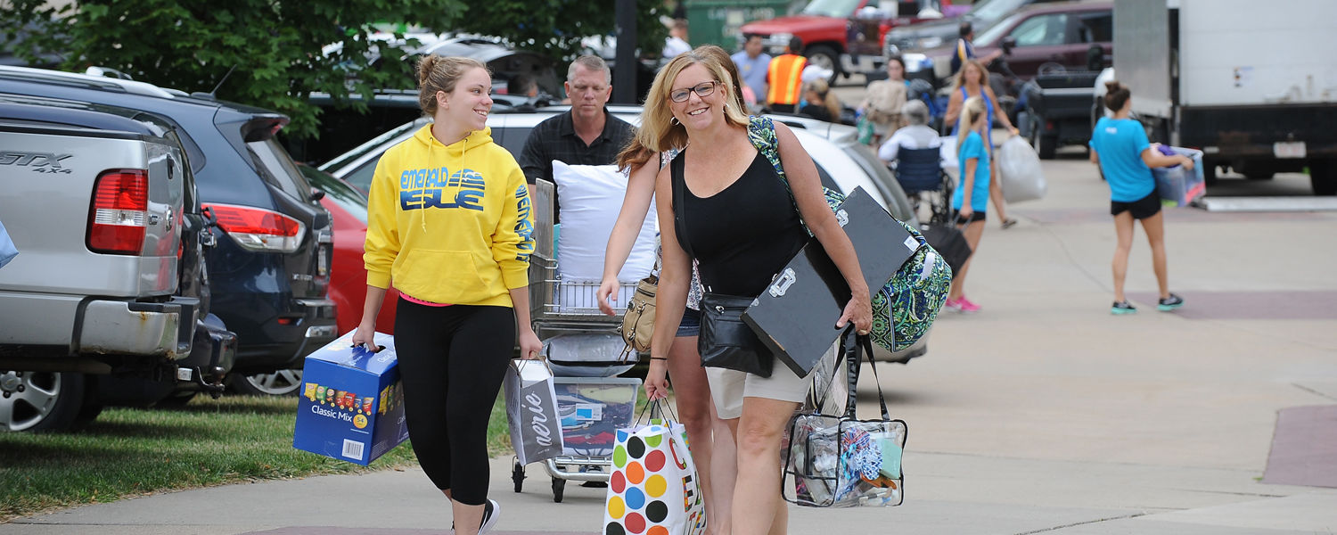 A Kent State family makes their way toward Korb Hall on a busy Kent State move-in day.