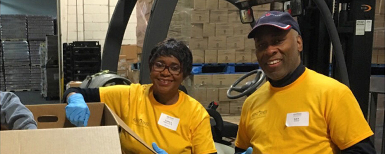 Kent State University staff members take part in Alumni Day of Service.