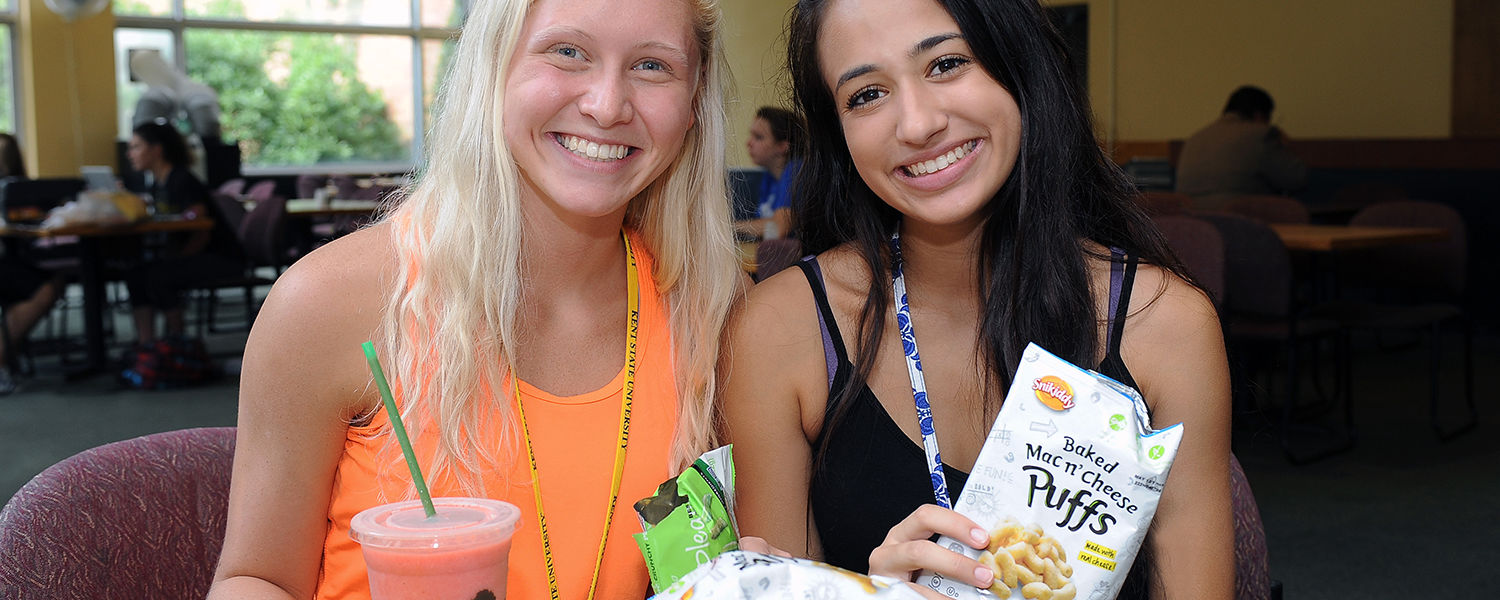 Students enjoy a gluten free smoothie and a wide variety of gluten free snacks provided by food service vendors at the Prentice Café, Kent State's exclusively gluten free dining hall.