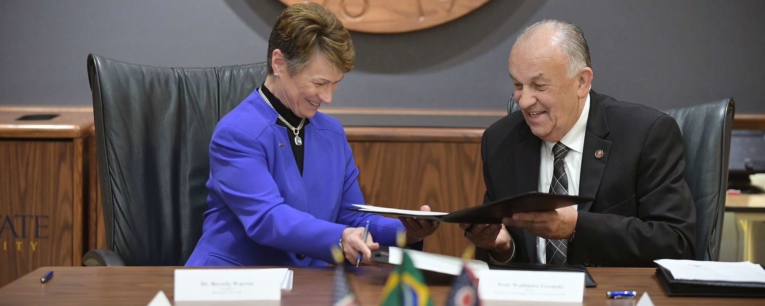 Kent State University President Beverly J. Warren and Pontifical Catholic University of Paraná President Waldemiro Gremski formally signed an agreement between the two universities to launch the American Academy.