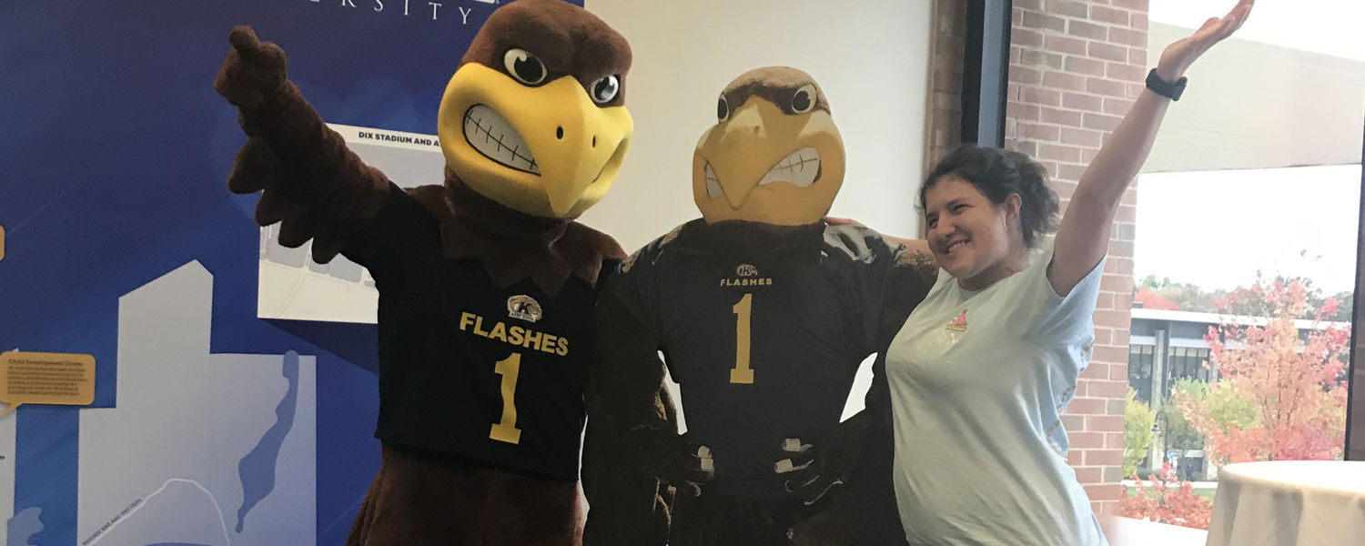 A transfer student poses with Flash during National Transfer Student Week