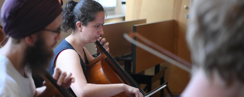 Viviana Pinzon, cello