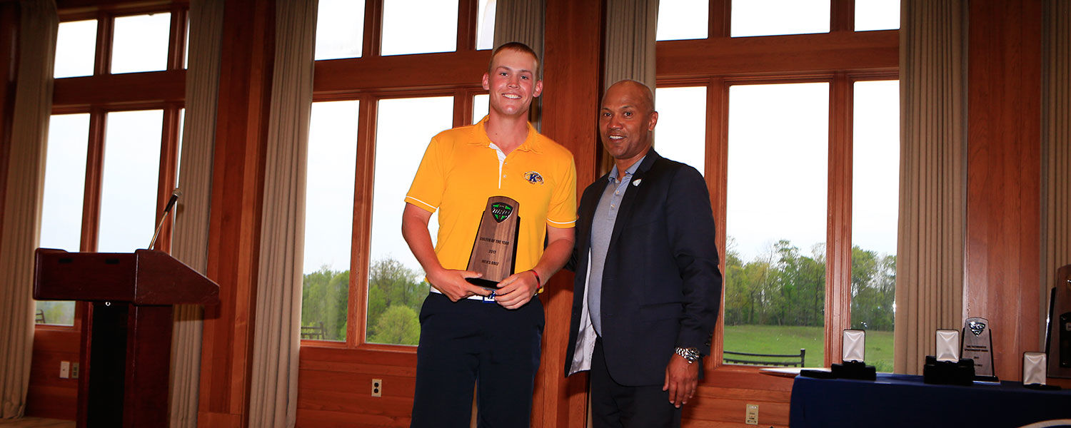 Kent State junior Ian Holt receives the 2017 MAC Golfer of the Year award.