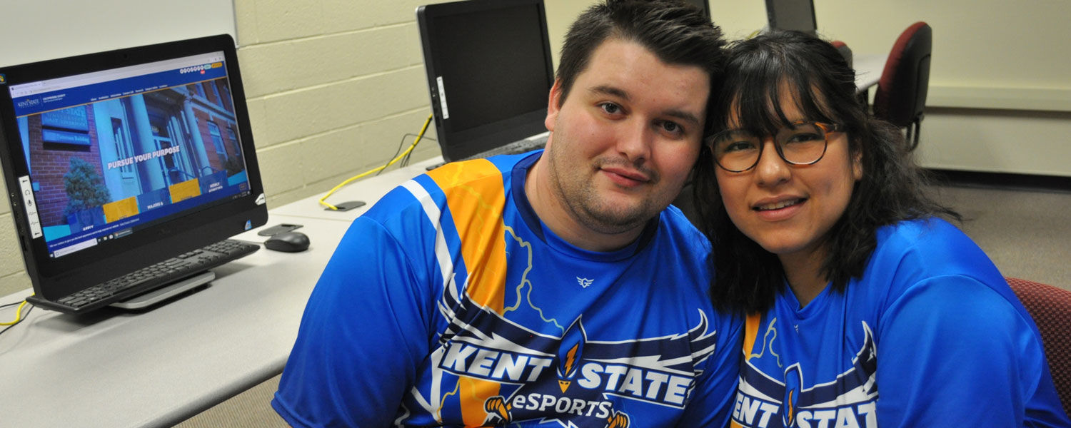 Salem Students Meet and Marry Through Online Gaming