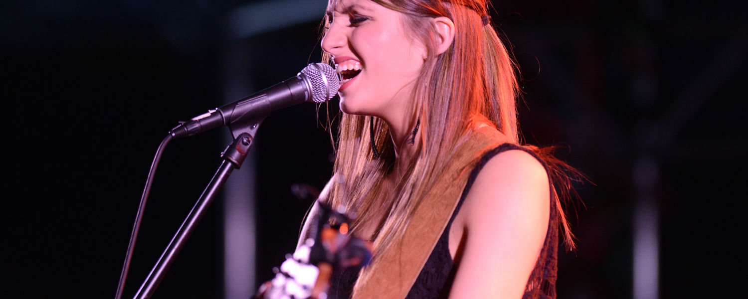 Kent State alumna Marina Strah performed at FlashFest 2015 before the three main acts took the stage.