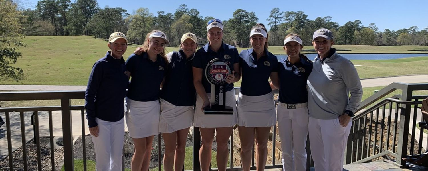 Kent State Golden Flashes Women's Golf Team and Coach Lisa Strom