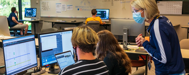 Gretchen Hoak teaches students in the newsroom