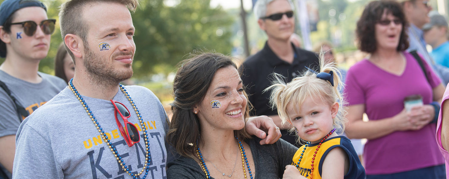 A Kent State family waits for the Kiss on the K event to start.