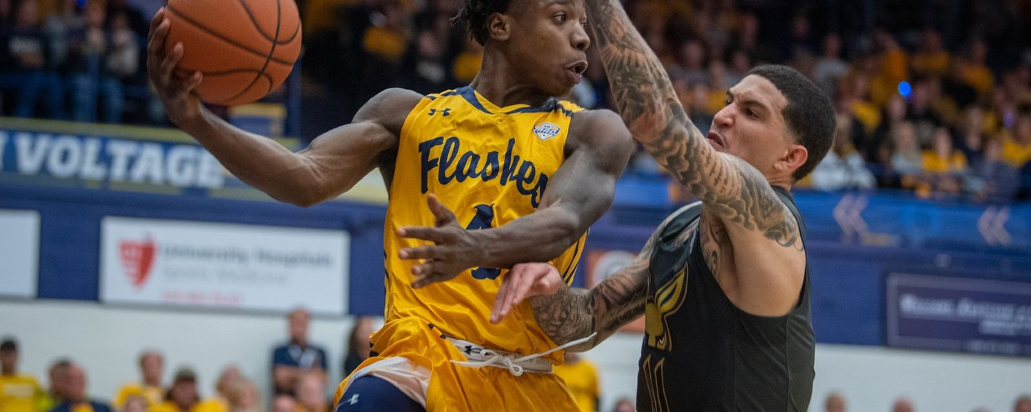 Kent State Guard Antonio Williams making a pass against rival Akron